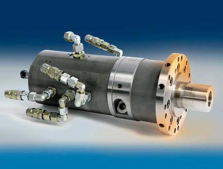 Zylinder und Verbindungselemente - So wird für Kraft am Spannfutter gesorgt